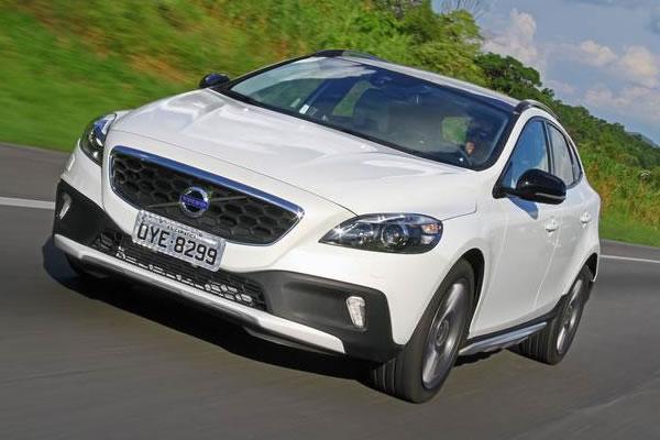Volvo V40 Cross Country já tem preço definido no Brasil por R$ 141,5 mil