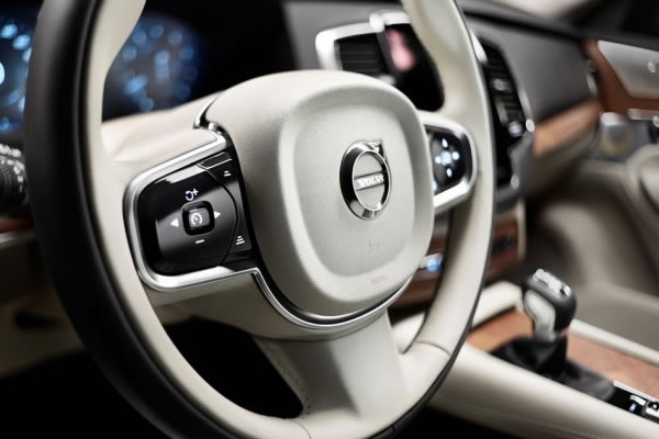 Volvo mostra o interior luxuoso do novo XC90